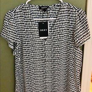 ✨NWT , NEW Gorgeous DKNY blouse .